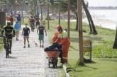 Com ações de fiscalização e limpeza, Prefeitura inicia reordenamento da praia de Vilas do Atlântico em parceria com moradores