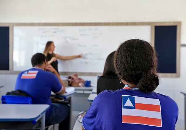 Decreto que proíbe aulas, eventos e aglomerações é prorrogado pelo Governo até 13 de setembro