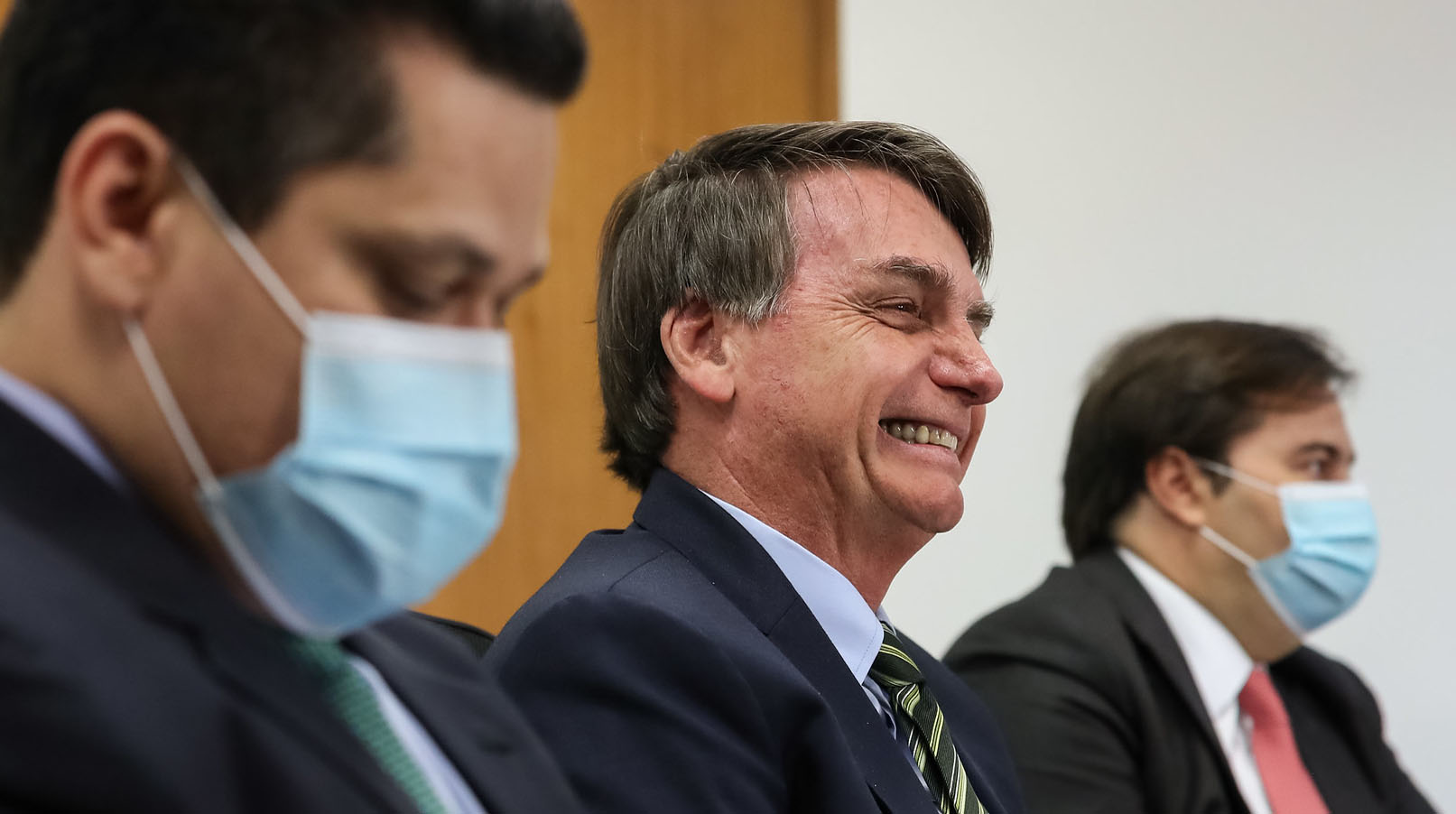 É mole! Bolsonaro veta indenização a profissionais de saúde incapacitados por coronavírus