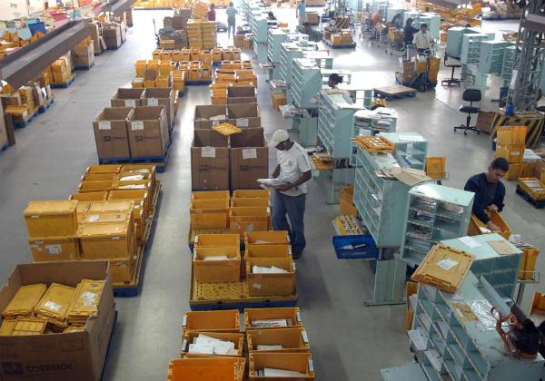 Cinco empresas de varejo e logística têm interesse em comprar Correios, afirma ministro