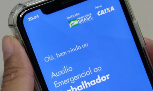 Caixa libera saque do auxílio de R$ 300 para novo grupo do Bolsa Família nesta segunda (26)