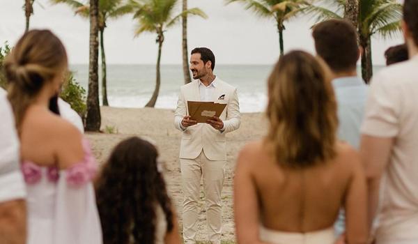 """Médico decide casar sozinho na Bahia após término com noivo; """"foi essencial para que eu me encontrasse"""""""