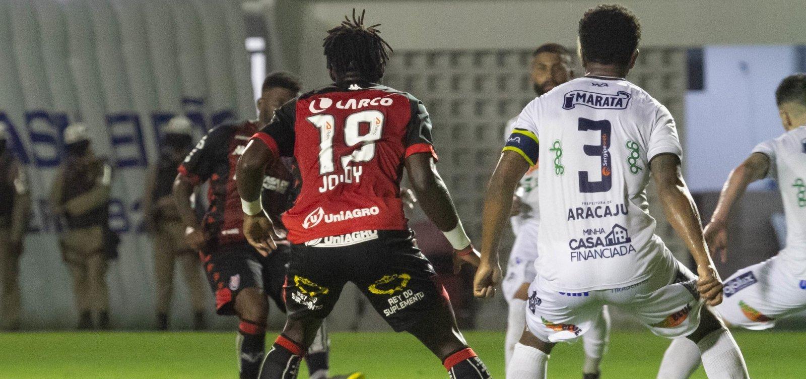 Vitória perde de virada para o Confiança no Barradão