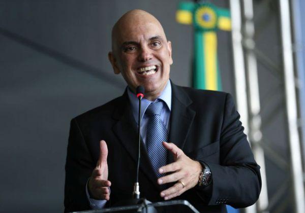 Ministro do STF determina bloqueio das redes sociais do deputado Daniel Silveira