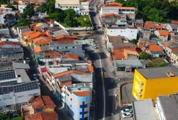 Seinfra interdita acesso ao Centro pela ladeira atrás da Igreja Matriz. Obras da macrodrenagem da Avenida Mário Epinghaus avançam