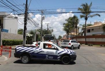 Lauro de Freitas intensificou a fiscalização neste domingo, fechou barracas e dispersou aglomeração na praia de Ipitanga