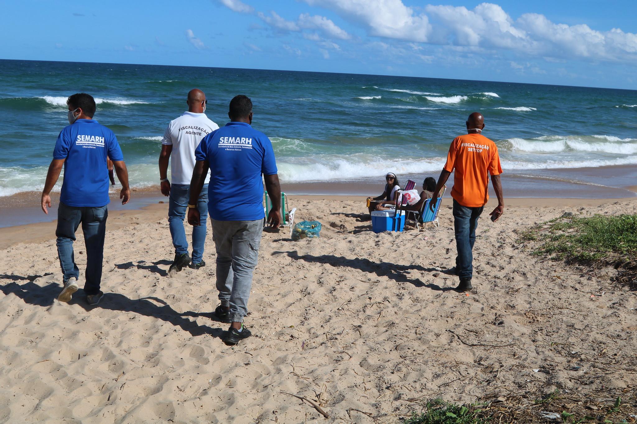Fiscalização registra pouca movimentação nas ruas e praias de Lauro de Freitas neste final de semana