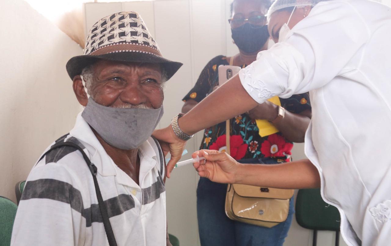 Vacinação contra covid-19 é suspensa em Lauro de Freitas; município imunizou mais de duas mil pessoas em apenas 24h