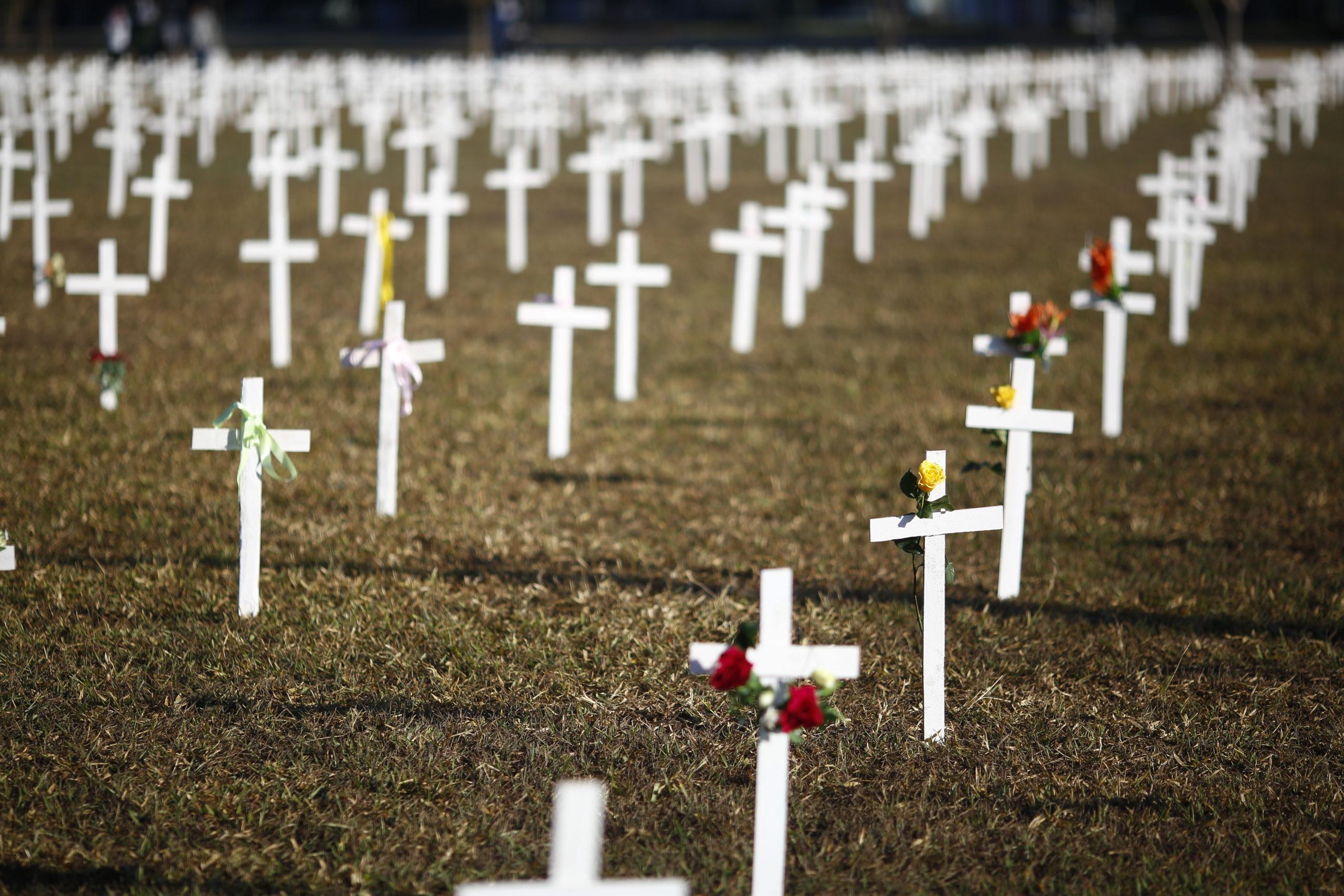 440 mil vidas perdidas: Covid já matou mais pessoas no Brasil que 147 atentados às Torres Gêmeas