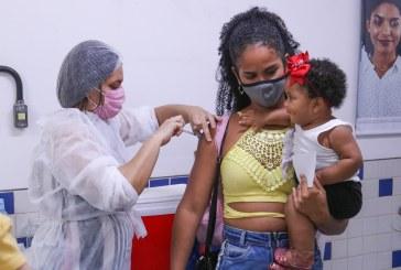 Em Lauro de Freitas, população aplaude e comemora cada dose aplicada da vacina contra Covid 19