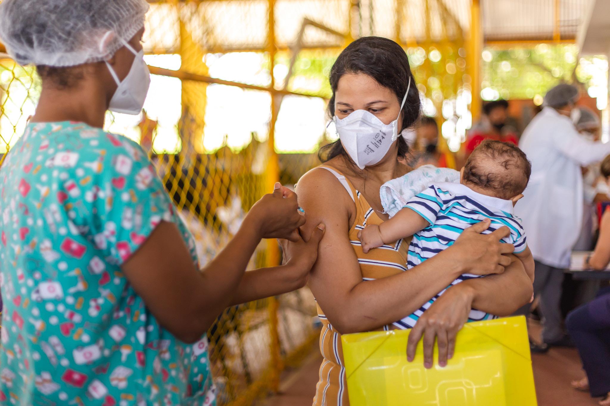 Grávidas, puérperas e lactantes de Lauro de Freitas relatam felicidade e alívio pela retomada da vacinação contra Covid-19