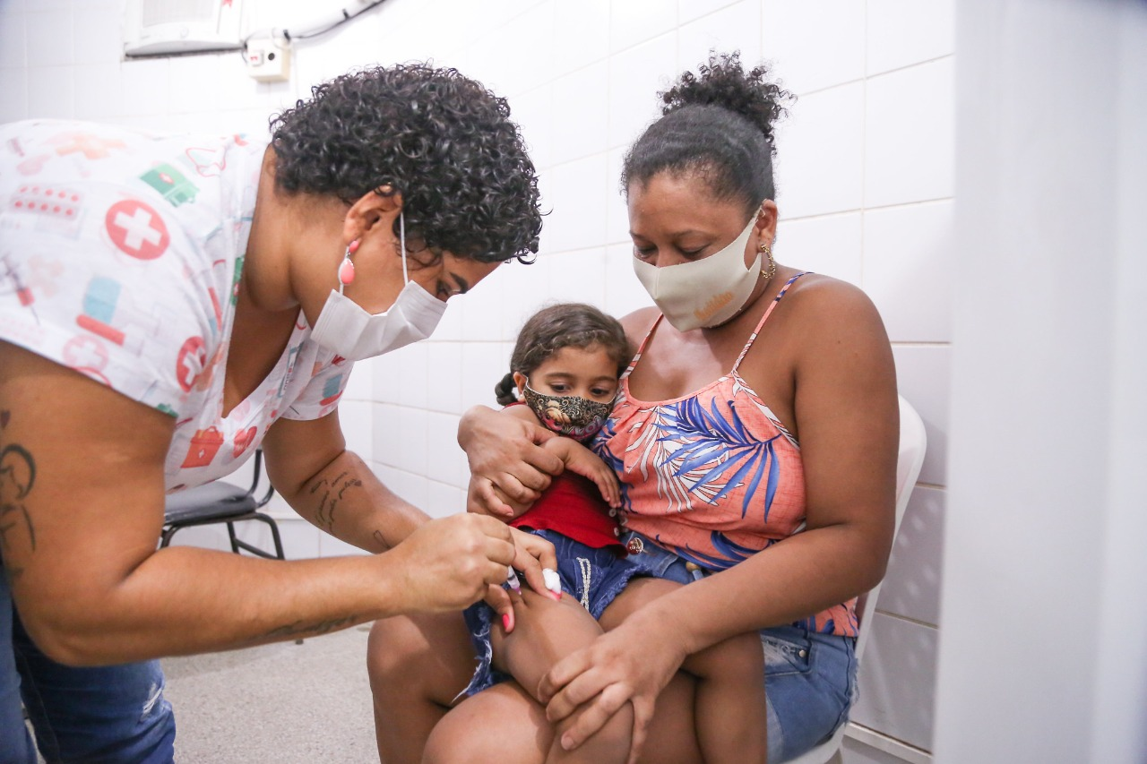 Baixa adesão à vacina da gripe acende alerta em Lauro de Freitas