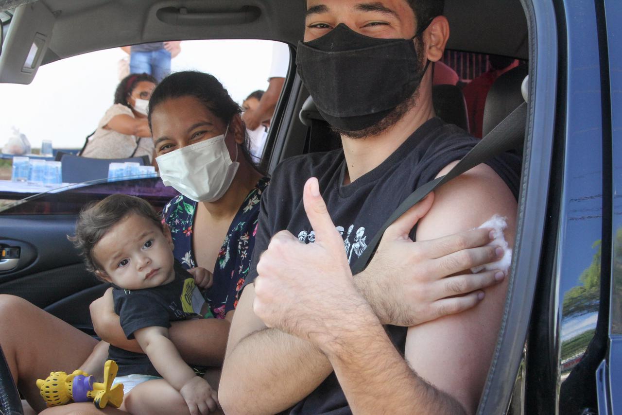 Mais de 1.700 pessoas foram vacinadas contra a Covid 19 na manhã deste feriado em Lauro de Freitas