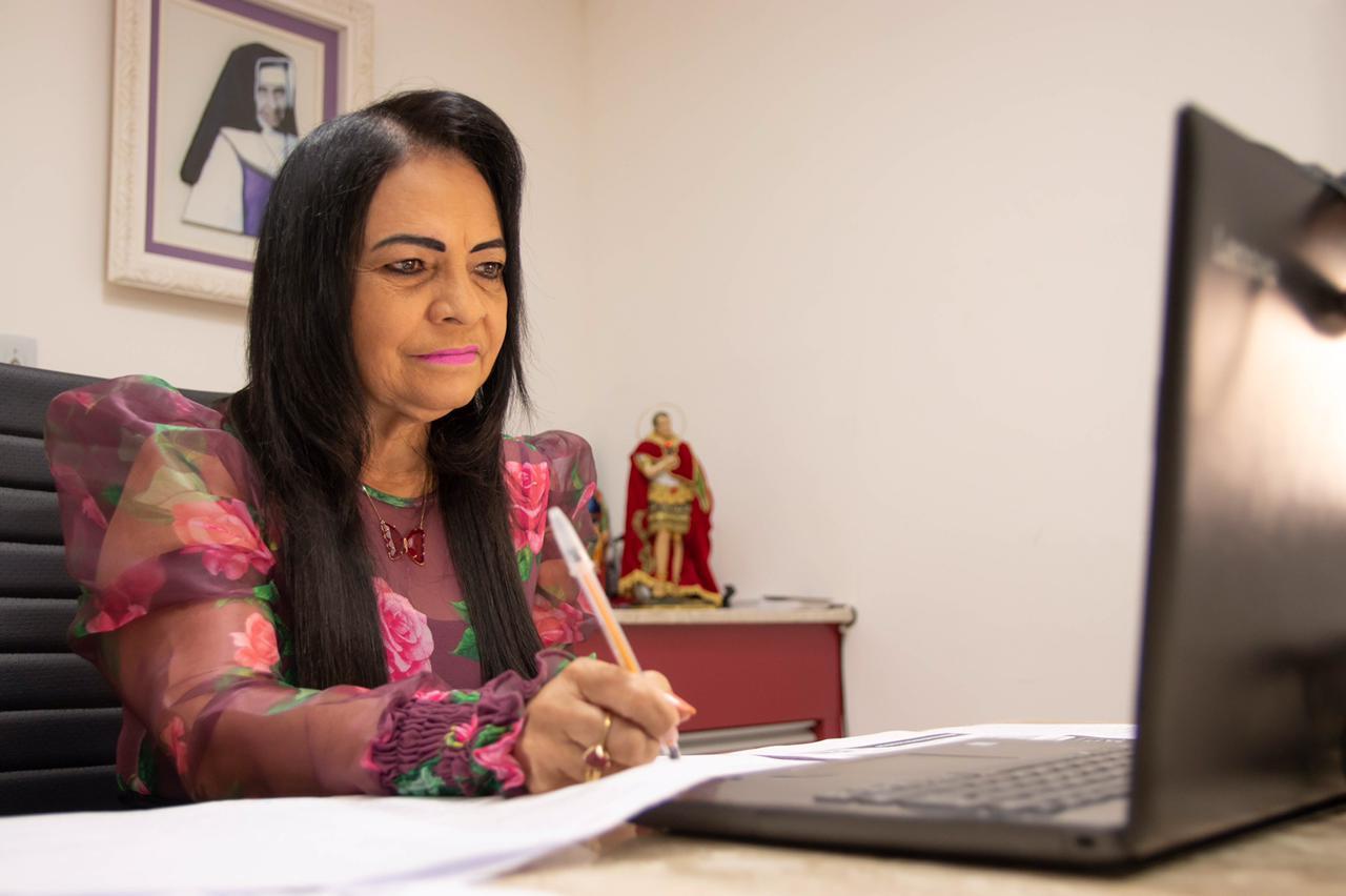 Prefeita cobra direito à aquisição de vacinas e destaca ações de combate a pandemia em Lauro de Freitas