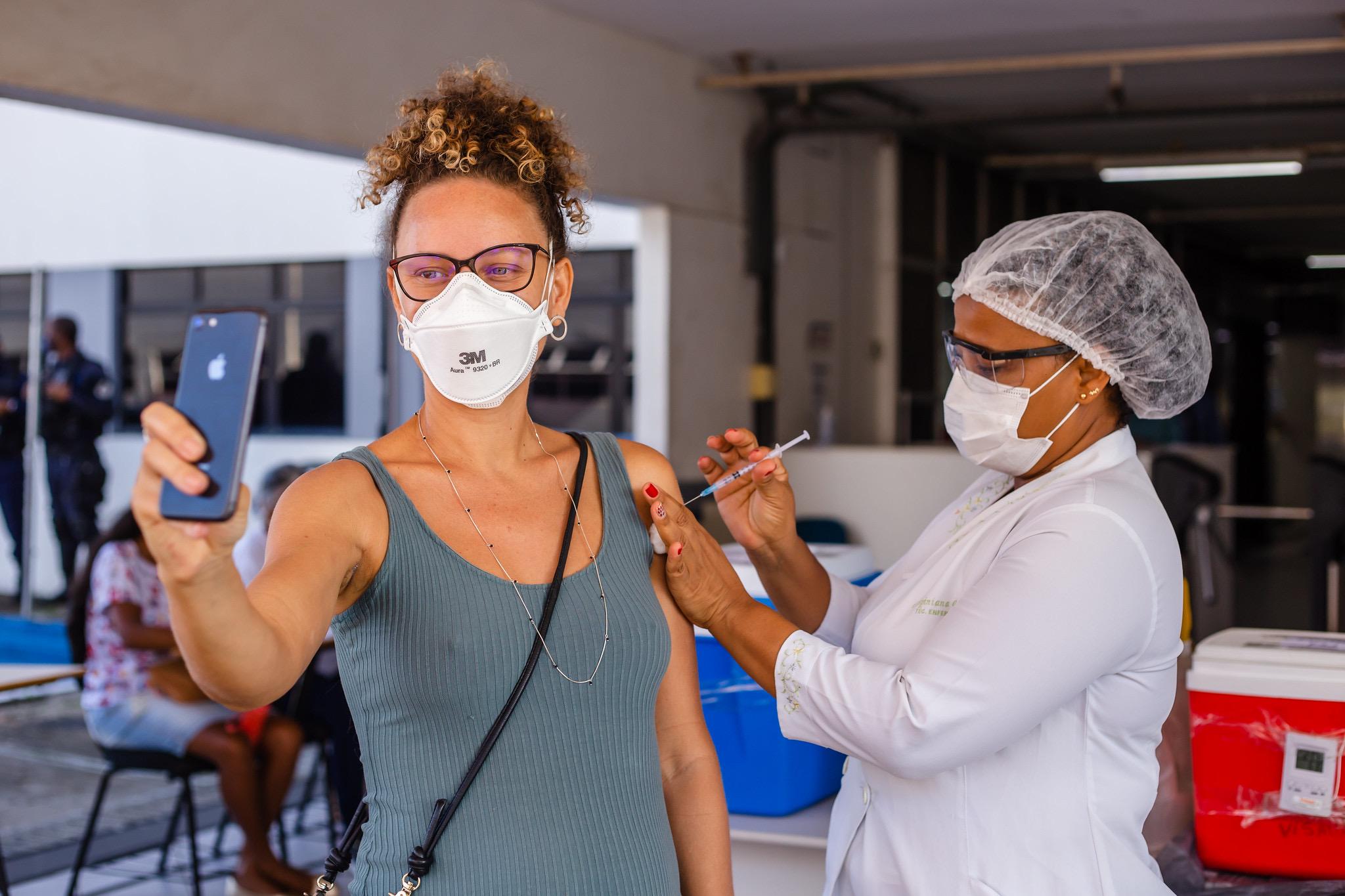 Depois de vacinar gestantes e puérperas, Lauro de Freitas suspende imunização até a chegada de novas doses