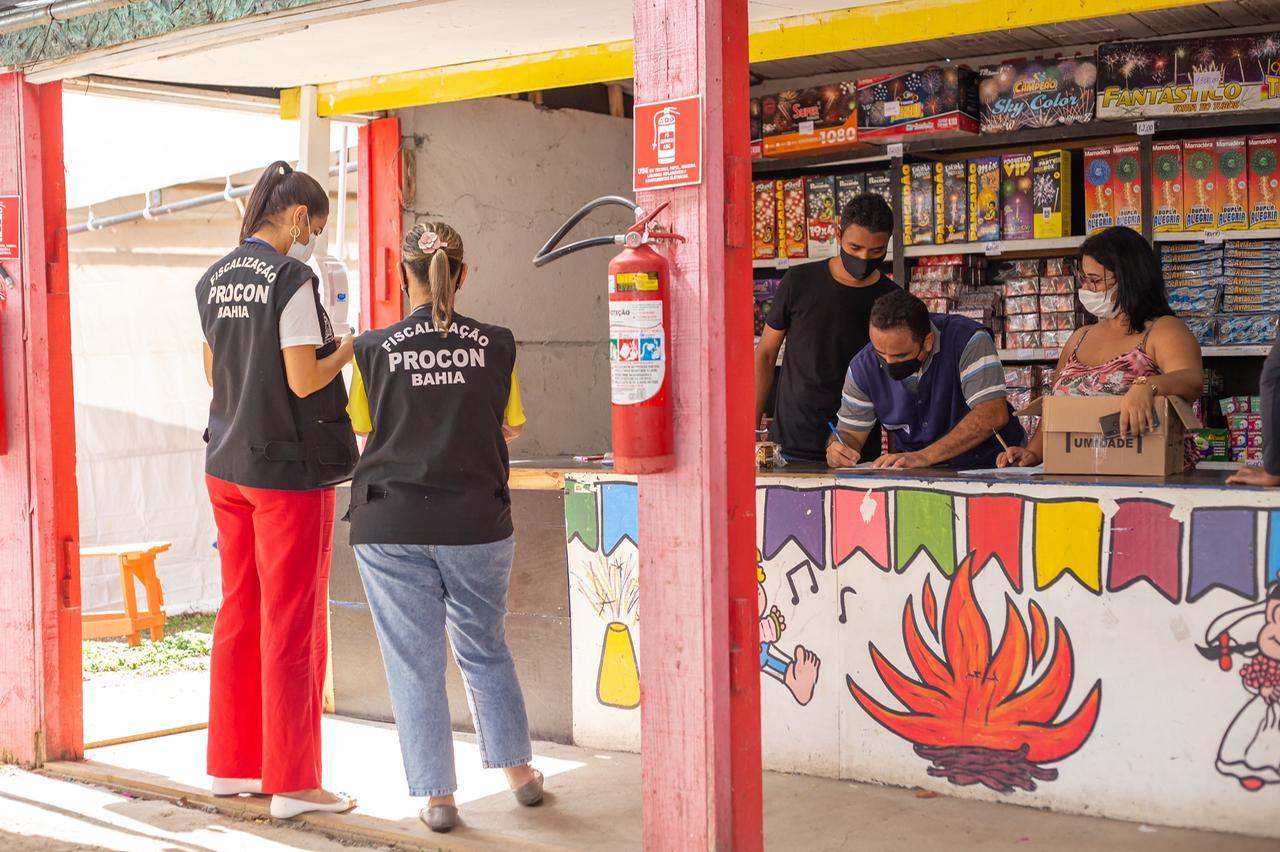 Com a proximidade das festas juninas, Procon de Lauro de Freitas intensifica fiscalização do comércio de fogos de artifício