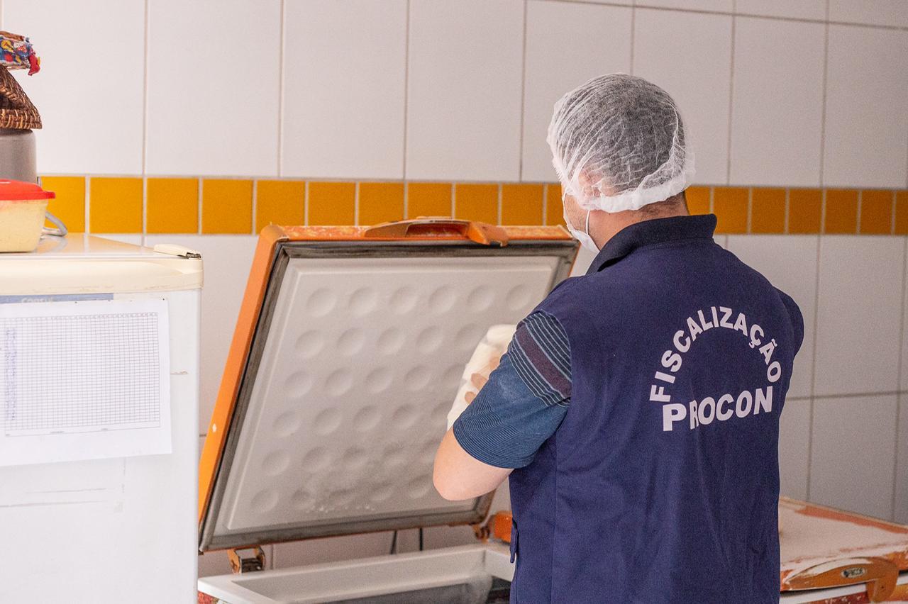 Na Semana dos Namorados, Procon de Lauro de Freitas realiza 'Operação Cupido' para fiscalizar lojas, motéis e serviços