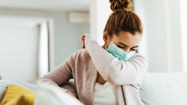 Sintomas da covid mudam e ficam parecidos com gripe