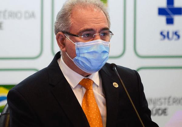 Ministro sinaliza que vai liberar vacina para faixa etária de 12 a 17 anos