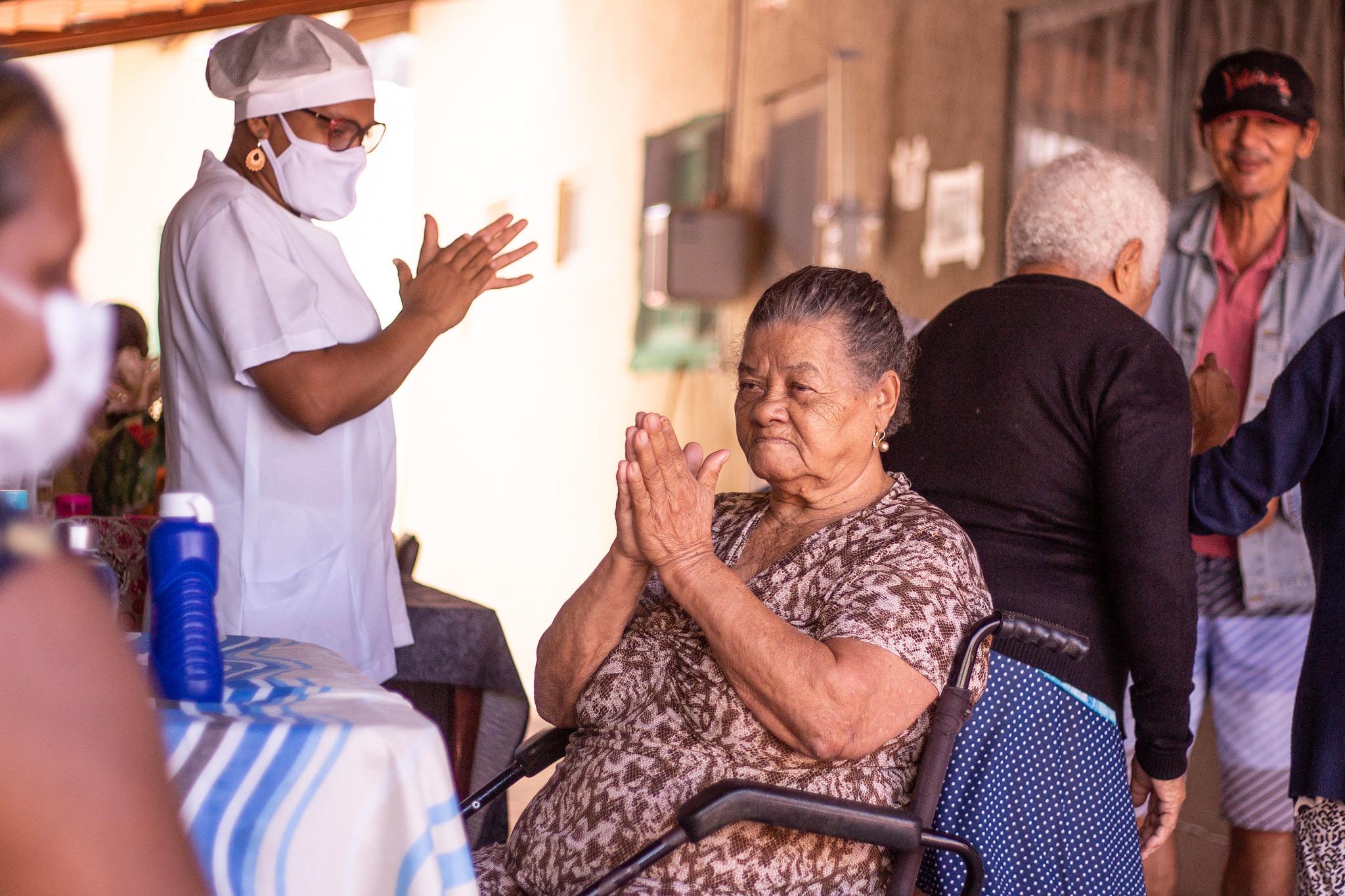 """Prefeitura cadastrada no """"Bahia Estado Voluntário"""" apoia ação em casa de repouso no Dia dos Avós"""