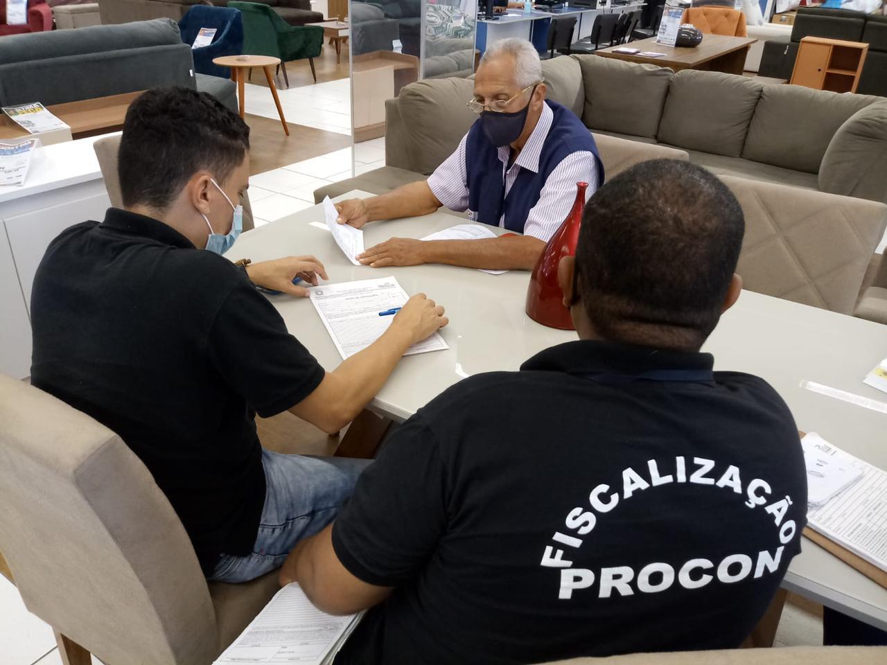 Procon de Lauro de Freitas Autua as Casas Bahia por venda casada