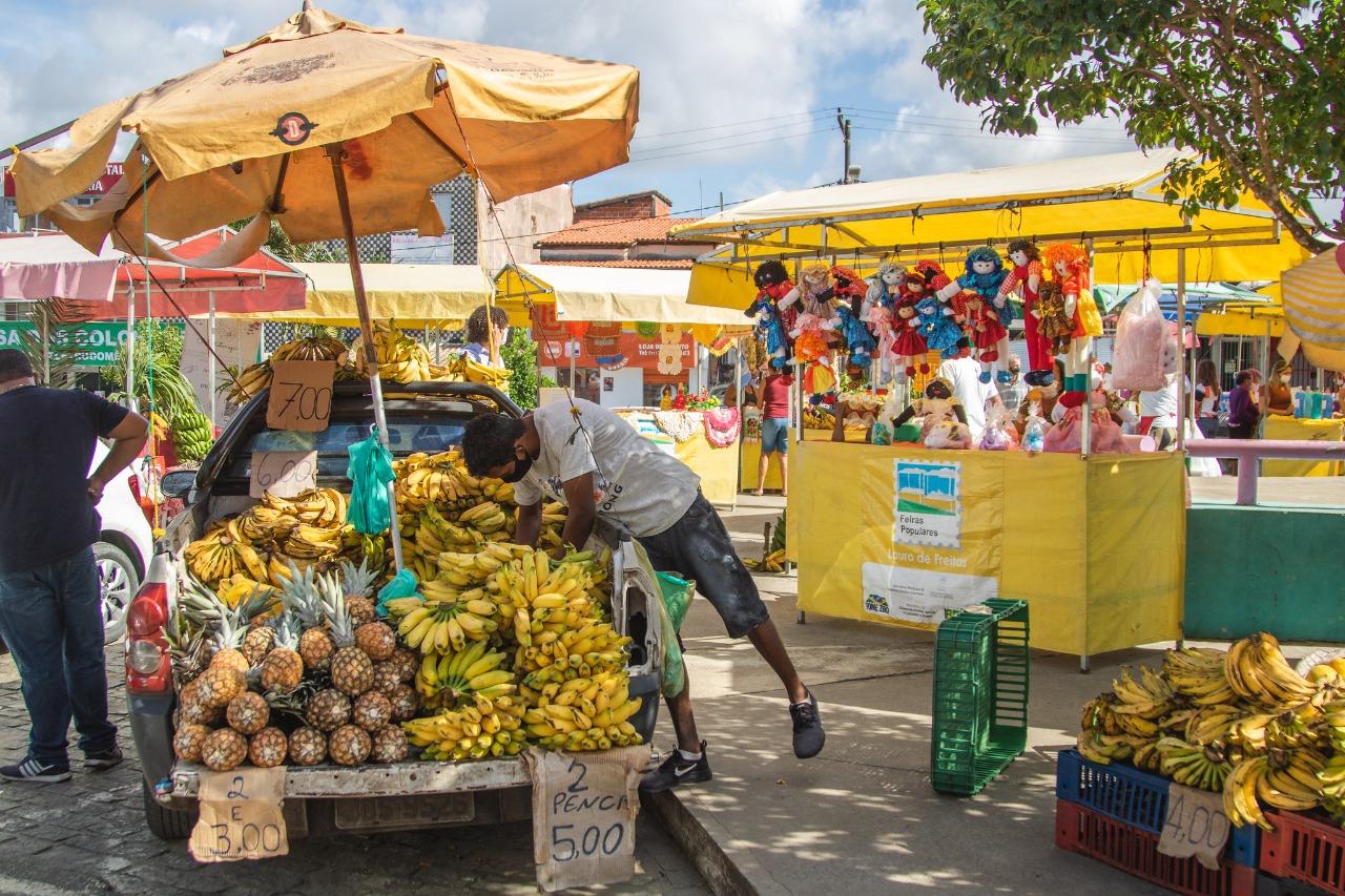 Feira livre leva alimentos saudáveis à Praça Martiniano Maia nesta sexta (6)
