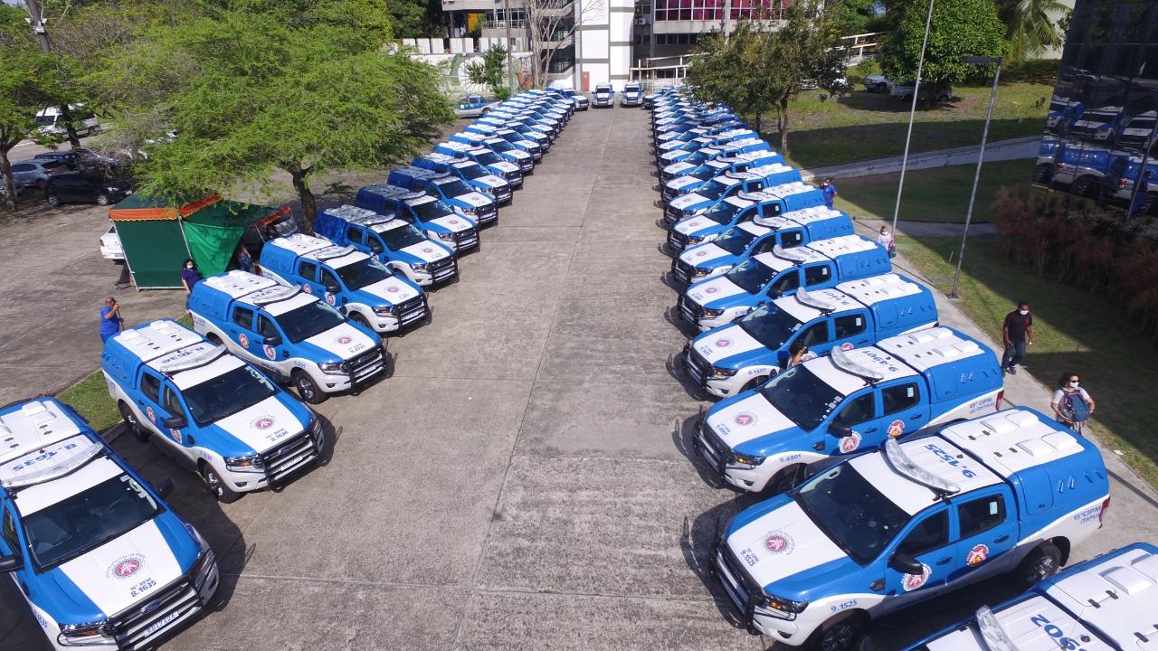 Rui entrega mais 49 viaturas para a PM e anuncia convocação de 1,7 mil policiais militares