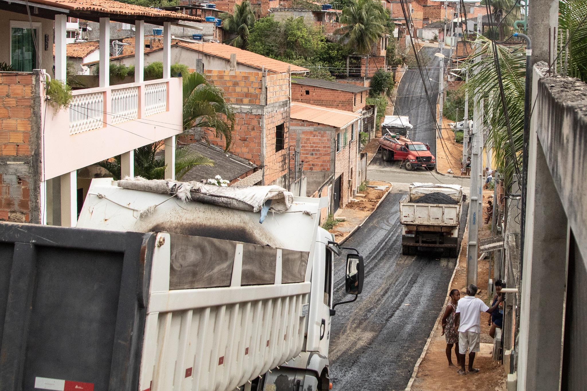 Lauro de Freitas acelera obras de pavimentação asfáltica em ruas de Itinga