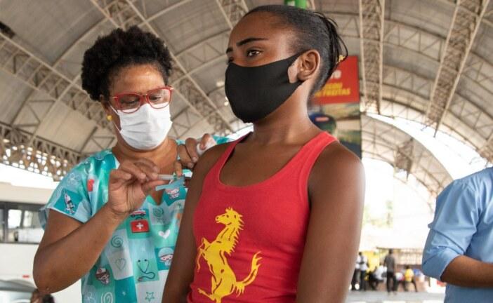 Lauro de Freitas vacina mais de 800 pessoas na repescagem e alcança 94,3% do público acima de 18 anos