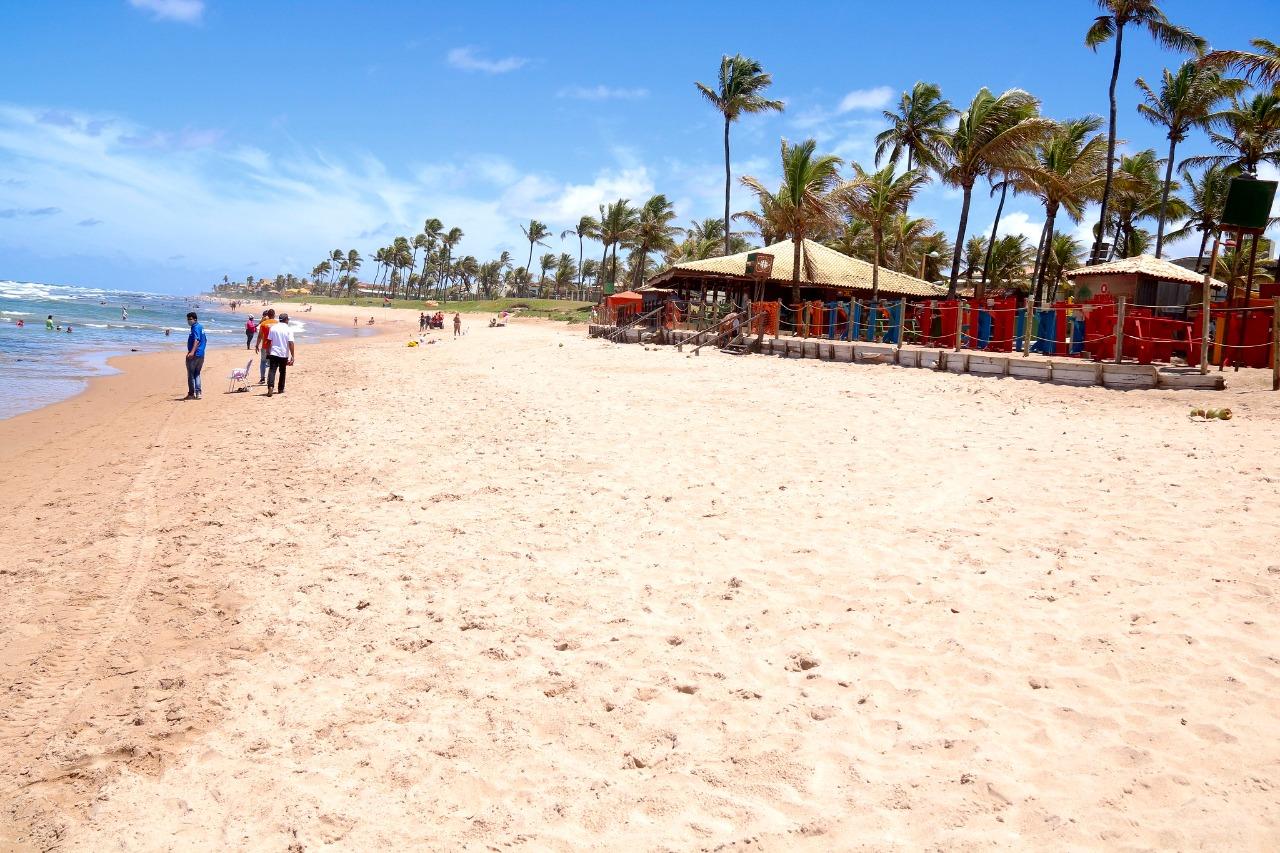 Voluntários se unem para limpar praias de Lauro de Freitas neste sábado (18)