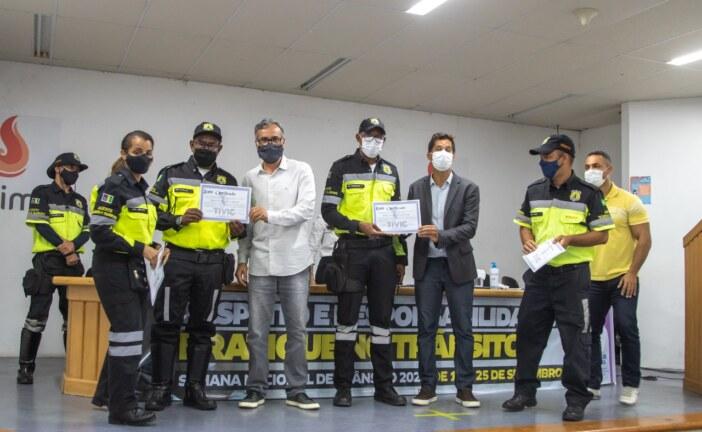 Agentes de Lauro de Freitas são homenageados no encerramento da Semana Nacional de Trânsito