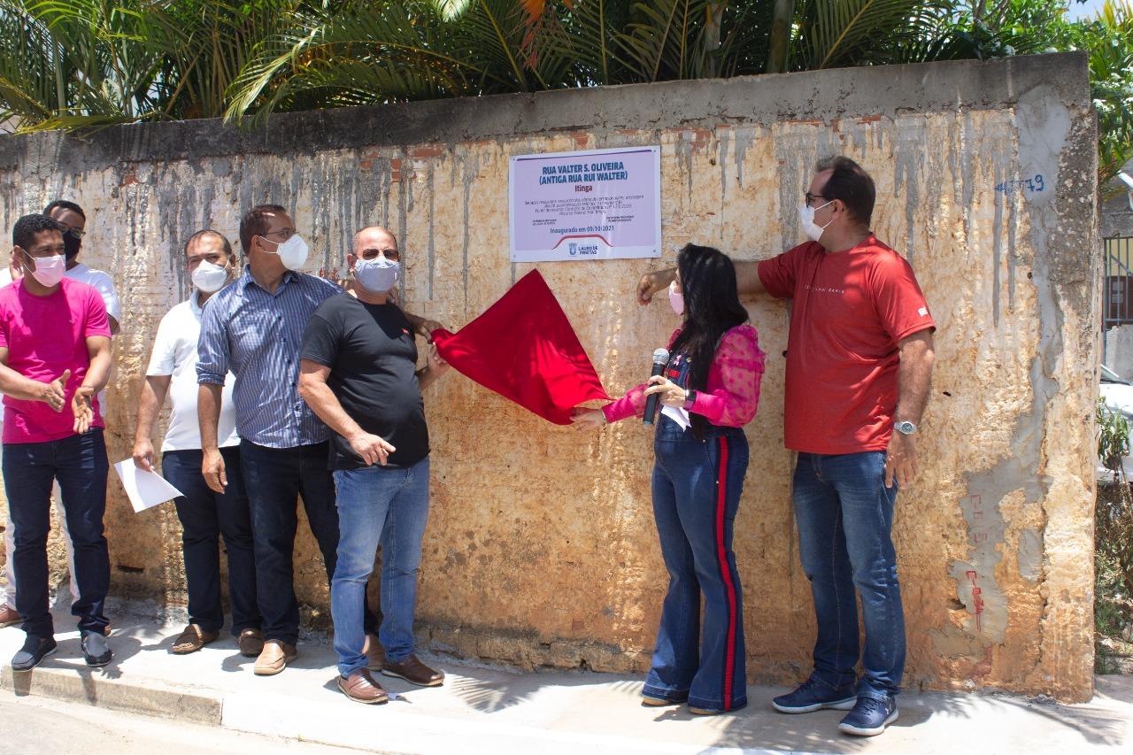 Moradores da Itinga comemoram a entrega da pavimentação asfáltica de mais quatro ruas neste sábado (9)