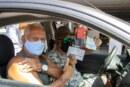 Idosos comparecem para tomar a dose de reforço; adolescentes de 12 a 17 anos comemoram a vacina em Lauro de Freitas