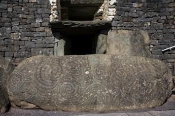 Newgrange - entrée du tumulus