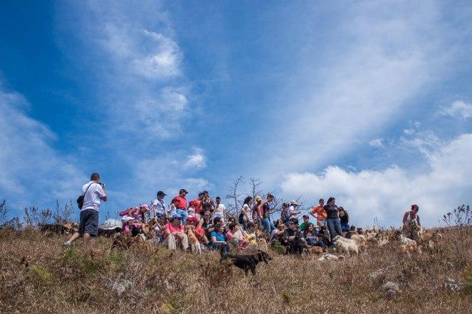 Una foto de grupo de los visitantes del día