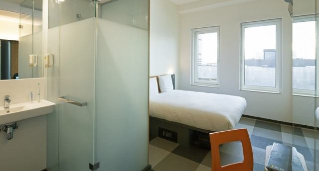 Resultado de imagen de easyhotel amsterdam arena boulevard