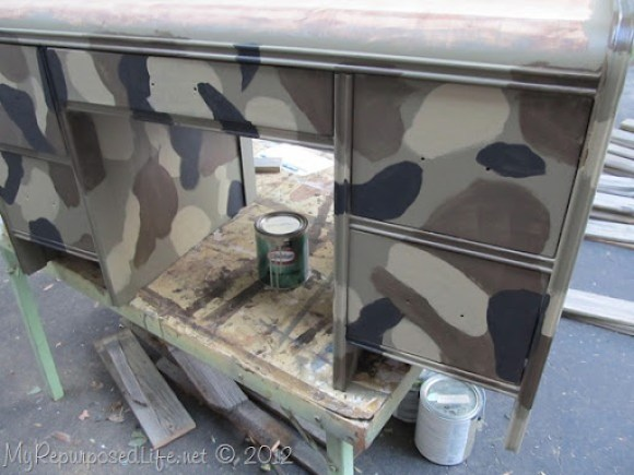 kid's camo desk (8)