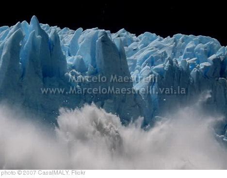 'Blocos de gelo caindo no Glaciar Perito Moreno - Parque Nacional Los Glaciares - Patagônia - Argentina' photo (c) 2007, CasalMALY - license: http://creativecommons.org/licenses/by/2.0/