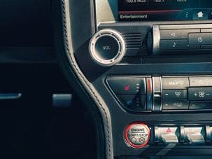 2015-Ford-Mustang-Photos-28[2]