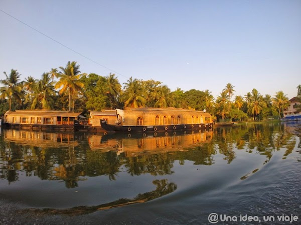 Kerala-backwaters-Allepey-1.jpg