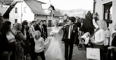 porocni-fotograf-wedding-photographer-poroka-fotografiranje-poroke- slikanje-cena-bled-slovenia-ljubljana-bled-hochzeitsfotografho (129).jpg