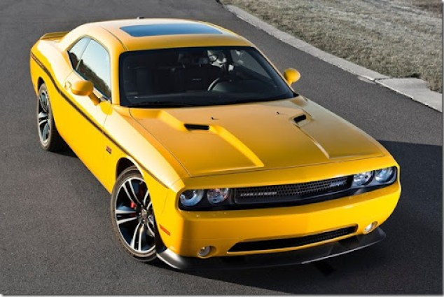 Dodge-Challenger_SRT8_392_Yellow_Jacket_2012_1600x1200_wallpaper_01