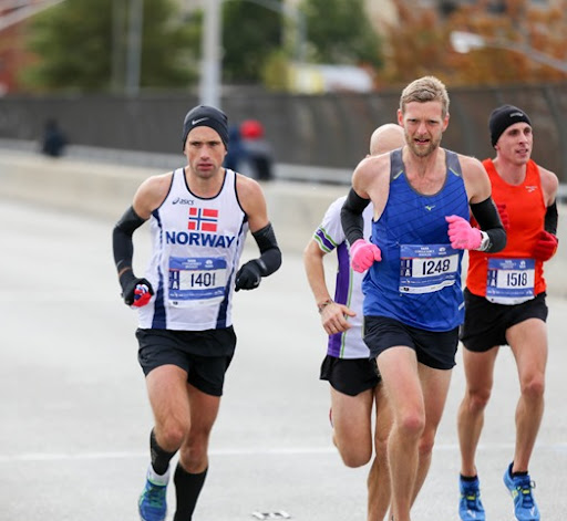 Even the elites keep their gloves on cold days - more tips for a good race day