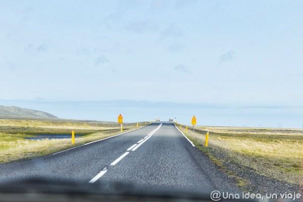 Iceland road (3).jpg