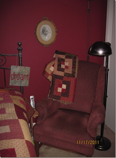 red chair 002