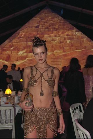 Milla Jovovich em 1997 no Festival de Cannes (SB)
