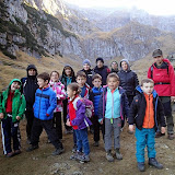 Lasam in spate caldarile Vaii Malaiesti si ne indreptam spre Rasnov, in retragere de pe munte, pe marcaj banda albastra.