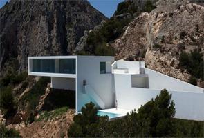 Casa-en-el-acantilado-por-Fran-Silvestre-Arquitectos