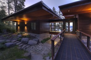 fachada-casa-de-madera-Casa-Coeur-D-Alene-arquitectos-Uptic
