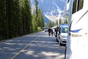 crazy parking situation to get to Moraine Lake